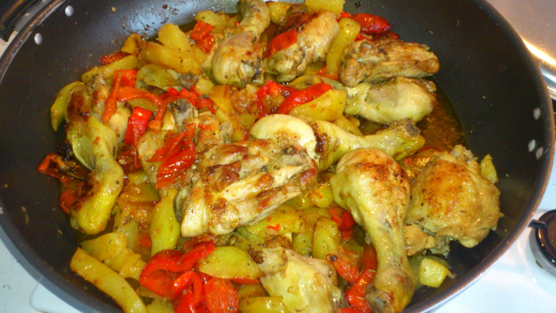 pollo al forno con peperoni e patate