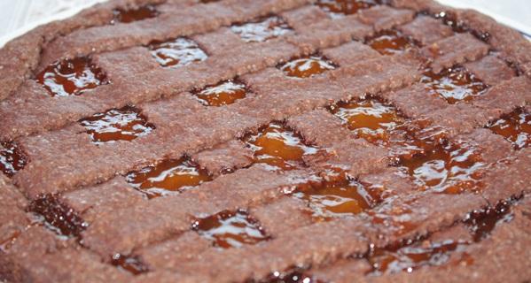 Crostata di marmellata con frolla al cacao senza glutine