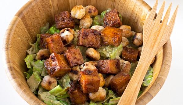 Caesar salad vegana e senza glutine