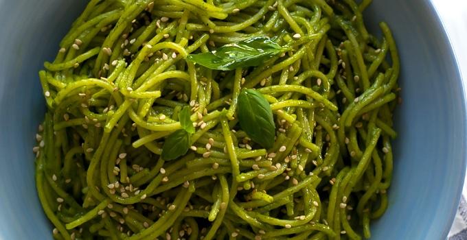 Spaghetti vegetariani con latte di cocco